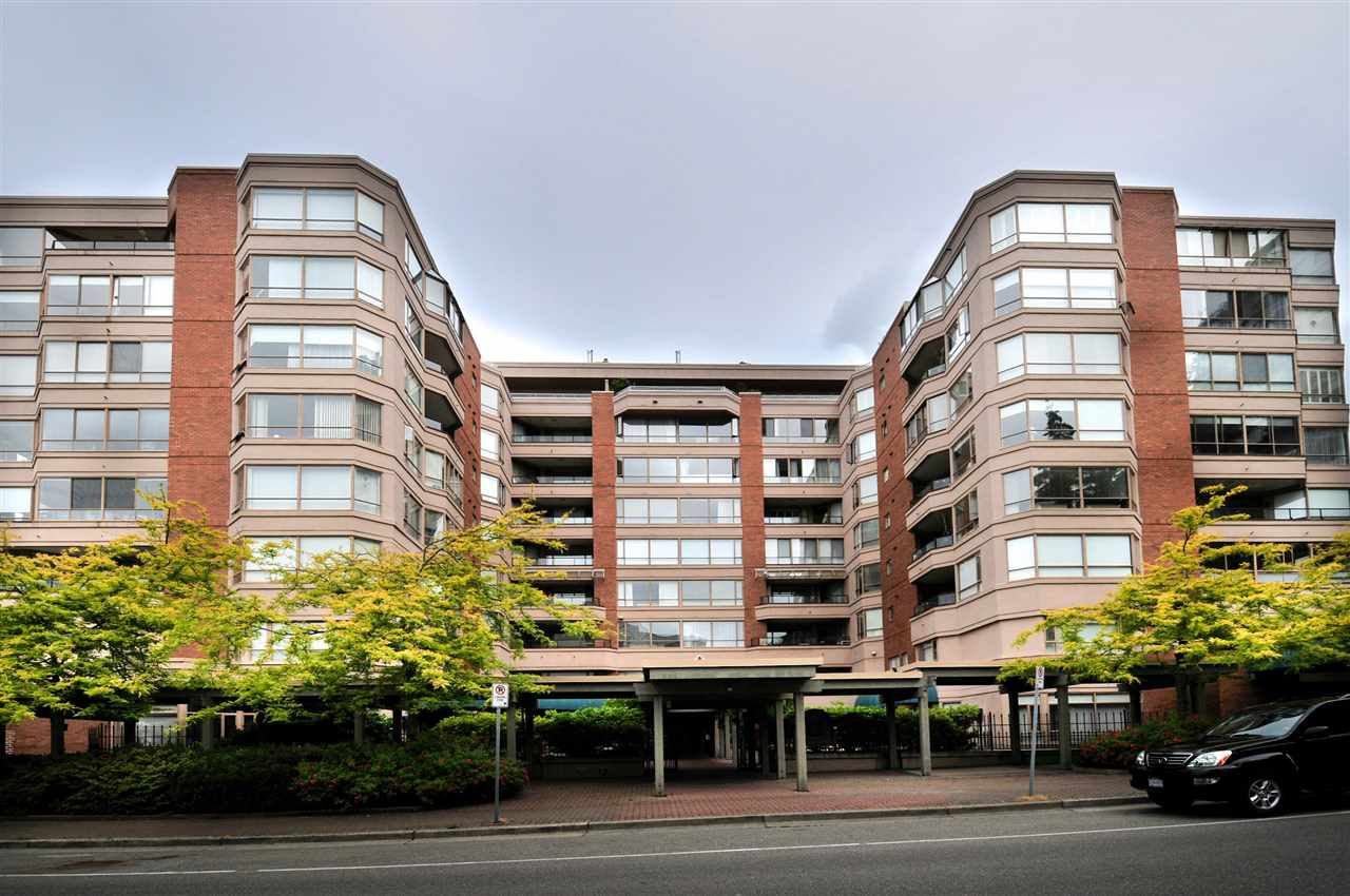 "Main Photo: 203 15111 RUSSELL Avenue: White Rock Condo for sale in ""Pacific Terrace"" (South Surrey White Rock)  : MLS®# R2102035"