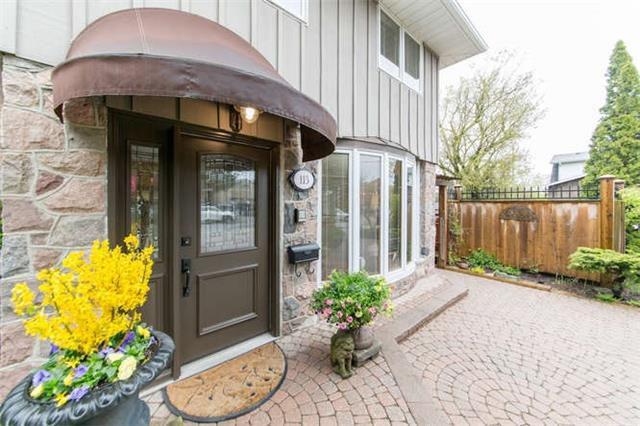 Main Photo: 113 Raglan Street in Whitby: Lynde Creek House (Sidesplit 3) for sale : MLS®# E3802092
