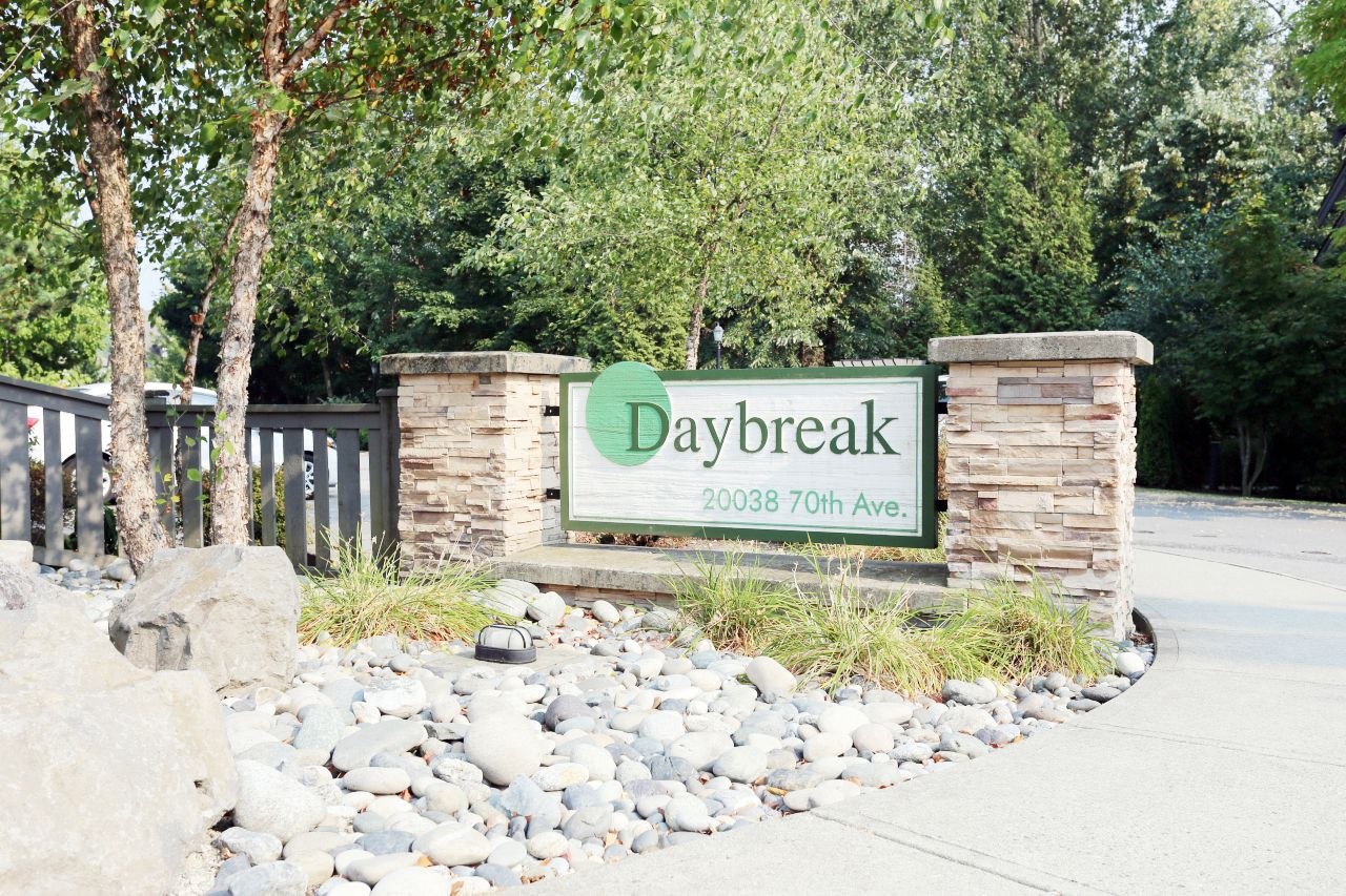 "Main Photo: 92 20038 70 Avenue in Langley: Willoughby Heights Townhouse for sale in ""Daybreak"" : MLS®# R2239474"