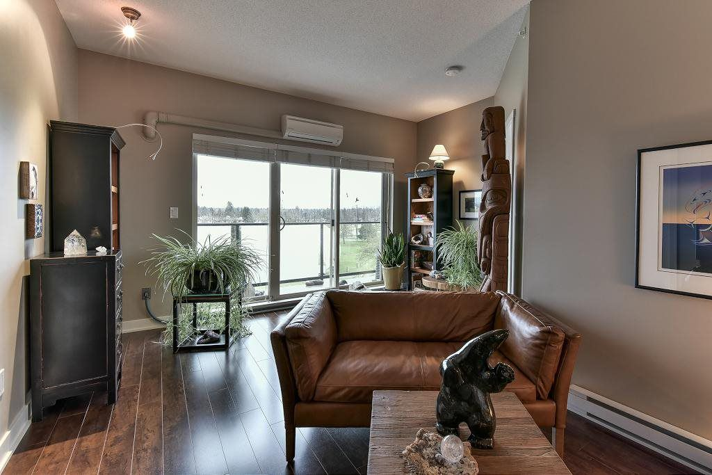 Main Photo: 411 20460 DOUGLAS CRESCENT in : Langley City Condo for sale (Langley)  : MLS®# R2145938