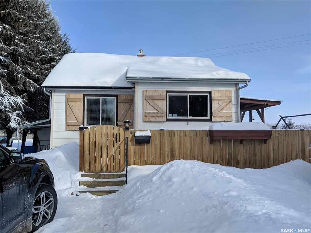 Main Photo: 327 2nd Street in Blaine Lake: Residential for sale : MLS®# SK758962