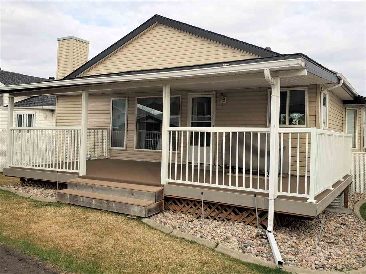 Main Photo: 94 OZERNA Road in Edmonton: Zone 28 House for sale : MLS®# E4148623