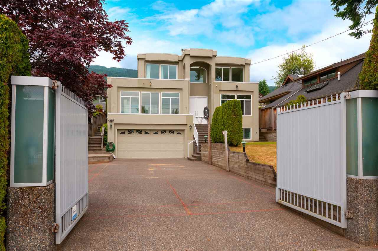 Main Photo: 2369 JEFFERSON Avenue in West Vancouver: Dundarave House for sale : MLS®# R2385406