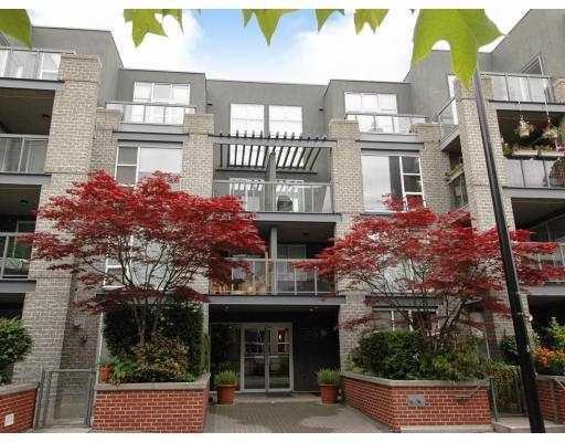 Main Photo: 101 2288 Marstrand Avenue in Vancouver: Kitsilano Condo for sale (Vancouver West)  : MLS®# V802855