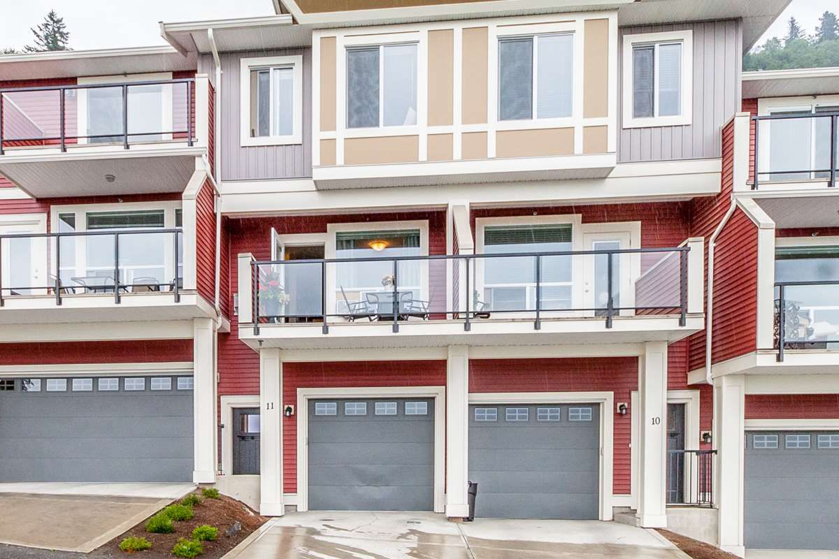"""Main Photo: 11 6026 LINDEMAN Street in Sardis: Promontory Townhouse for sale in """"HILLCREST LANE"""" : MLS®# R2078704"""