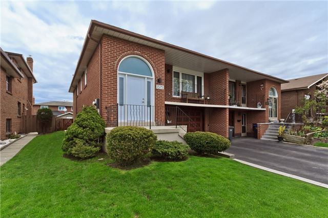 Main Photo: 1575 Corkstone Glen in Mississauga: Rathwood House (Bungalow-Raised) for sale : MLS®# W3796088