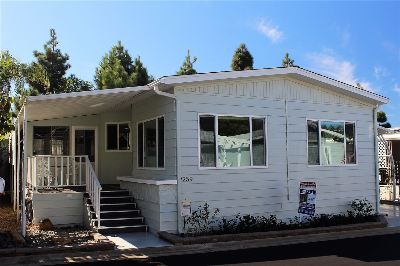 Main Photo: CARLSBAD SOUTH Manufactured Home for sale : 2 bedrooms : 7259 San Luis in Carlsbad