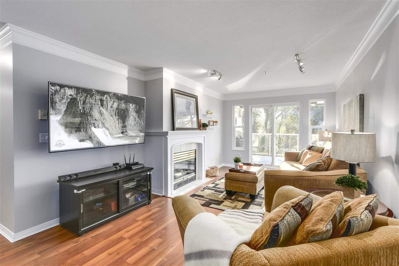 """Main Photo: 202 22275 123 Avenue in Maple Ridge: West Central Condo for sale in """"MOUNTAINVIEW"""" : MLS®# R2220581"""