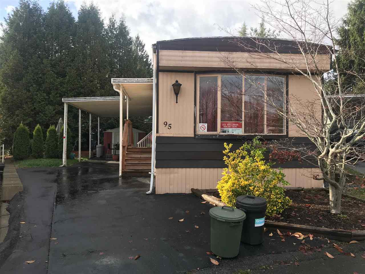 "Main Photo: 95 8220 KING GEORGE Boulevard in Surrey: Bear Creek Green Timbers Manufactured Home for sale in ""CRESTWAY BAYS"" : MLS®# R2221548"