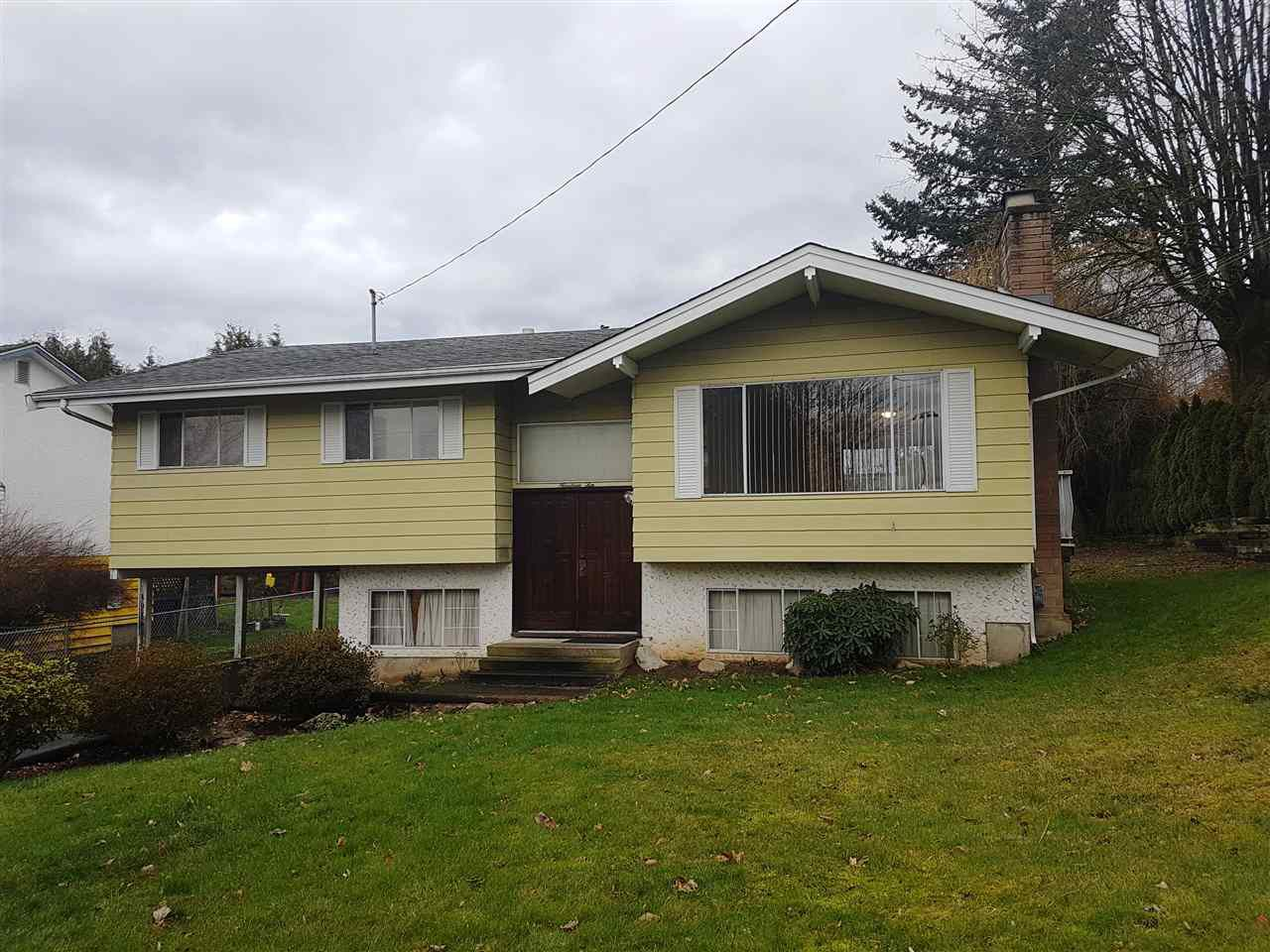 Main Photo: 1910 MCKENZIE Road in Abbotsford: Central Abbotsford House for sale : MLS®# R2330036
