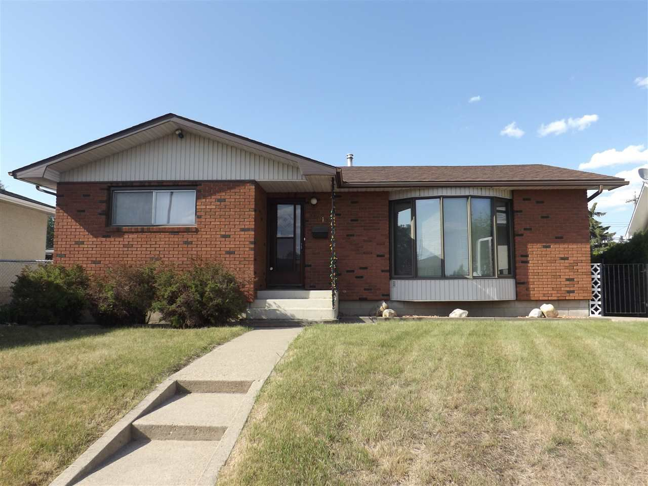 Main Photo: 6712 136 Avenue in Edmonton: Zone 02 House for sale : MLS®# E4145726
