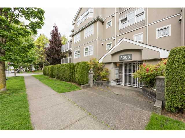 "Main Photo: 401 3008 WILLOW Street in Vancouver: Fairview VW Condo for sale in ""WILLOW PLACE"" (Vancouver West)  : MLS®# V1123671"