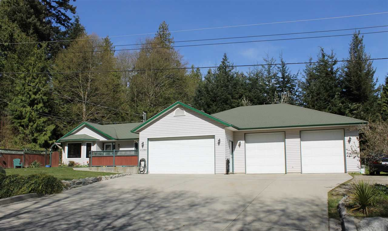 Main Photo: 6286 CHRISTIAN Road in Sechelt: Sechelt District House for sale (Sunshine Coast)  : MLS®# R2051411