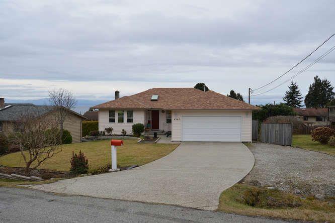 Photo 1: Photos: 4945 ARBUTUS Road in Sechelt: Sechelt District House for sale (Sunshine Coast)  : MLS®# R2135958