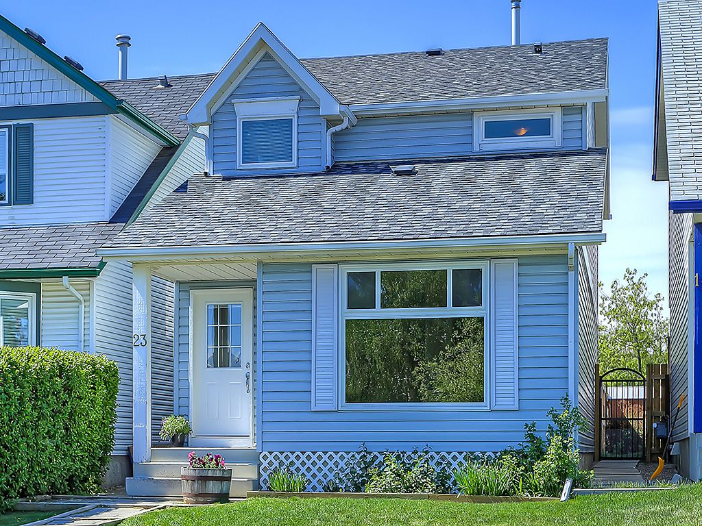 Main Photo: 23 Woodmont Green SW in Calgary: Detached for sale : MLS®# C4062385