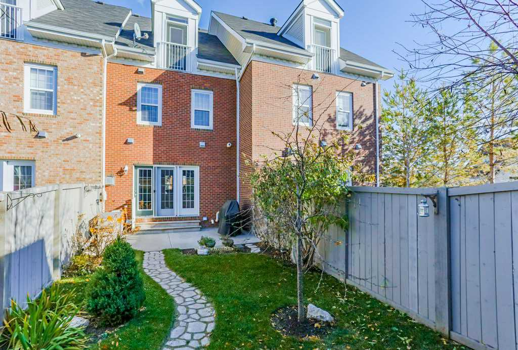 Main Photo: 1048 GAULT Boulevard NW in Edmonton: Zone 27 Townhouse for sale : MLS®# E4134587