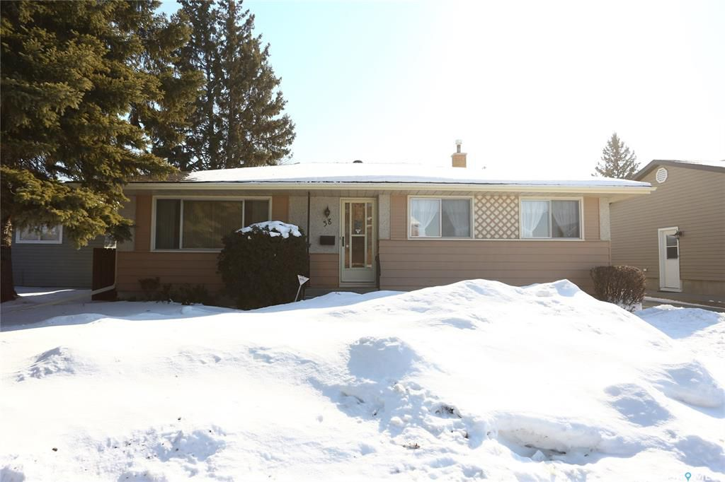 Main Photo: 38 Moore Place in Saskatoon: Massey Place Residential for sale : MLS®# SK762065