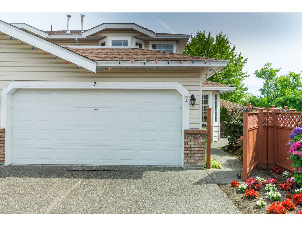 "Main Photo: 7 9163 FLEETWOOD Way in Surrey: Fleetwood Tynehead Townhouse for sale in ""Beacon Square"" : MLS®# R2387246"