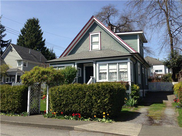 Main Photo: 309 WARREN Avenue in New Westminster: Queens Park House for sale : MLS®# V1003378