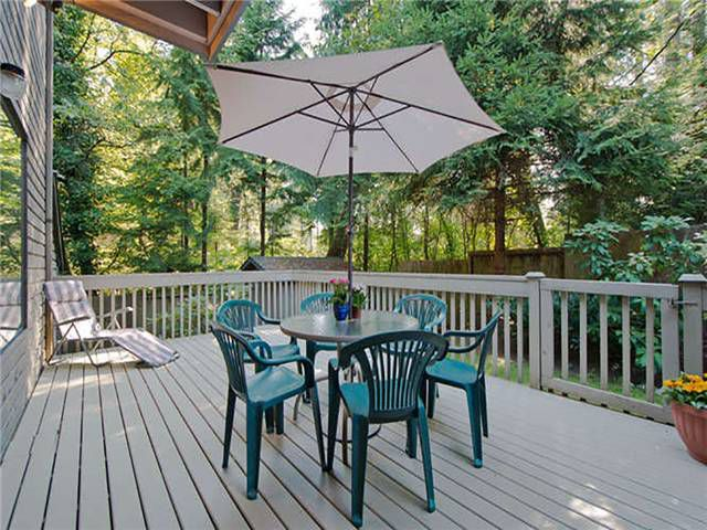 """Main Photo: 2601 FROMME RD in North Vancouver: Lynn Valley Townhouse for sale in """"FOREST LYNN"""" : MLS®# V1034086"""