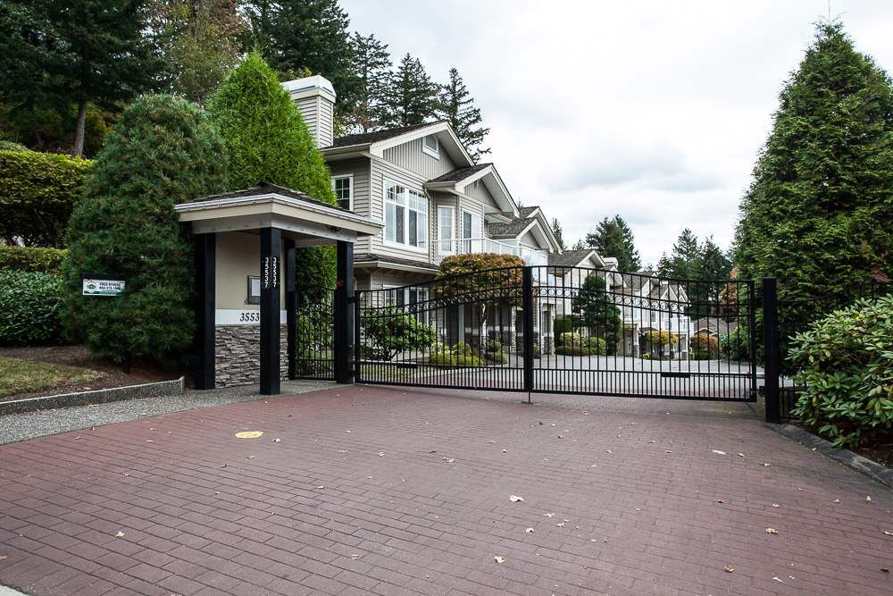 """Main Photo: 27 35537 EAGLE MOUNTAIN Drive in Abbotsford: Abbotsford East Townhouse for sale in """"Eaton Place"""" : MLS®# R2105071"""