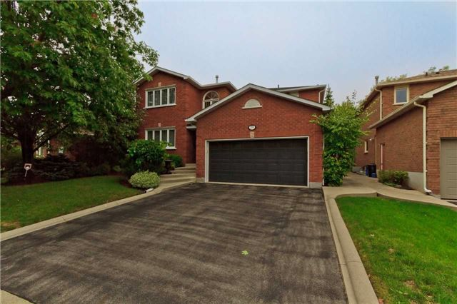 Main Photo: 2205 Grenville Drive in Oakville: Iroquois Ridge North House (2-Storey) for lease : MLS®# W3619640