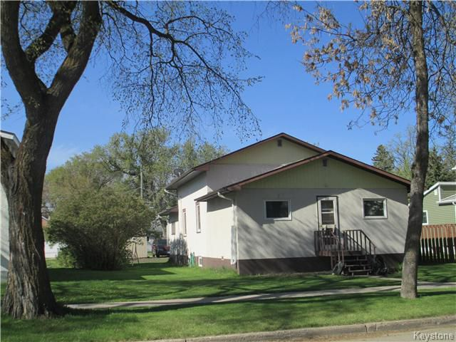 Main Photo: 111 3rd Avenue Southwest in Dauphin: R30 Residential for sale (R30 - Dauphin and Area)  : MLS®# 1626368