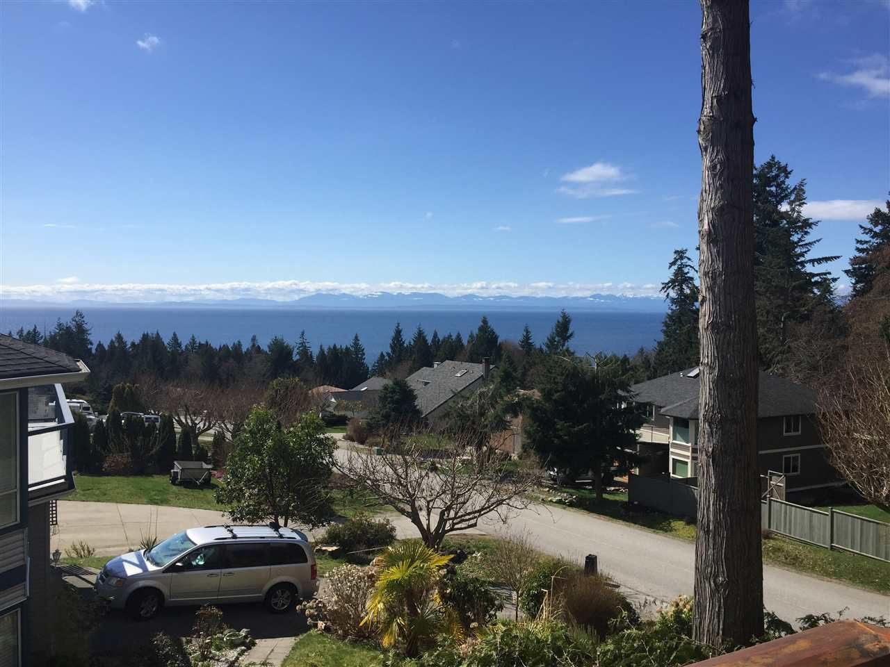 "Photo 2: Photos: 506 OCEANVIEW Drive in Gibsons: Gibsons & Area House for sale in ""WOODCREEK PARK"" (Sunshine Coast)  : MLS®# R2148807"