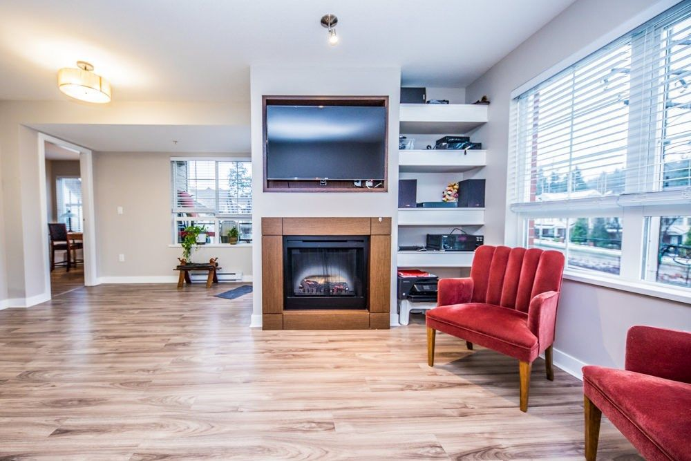 "Main Photo: 308 2940 KING GEORGE Boulevard in Surrey: King George Corridor Condo for sale in ""High Street"" (South Surrey White Rock)  : MLS®# R2229056"