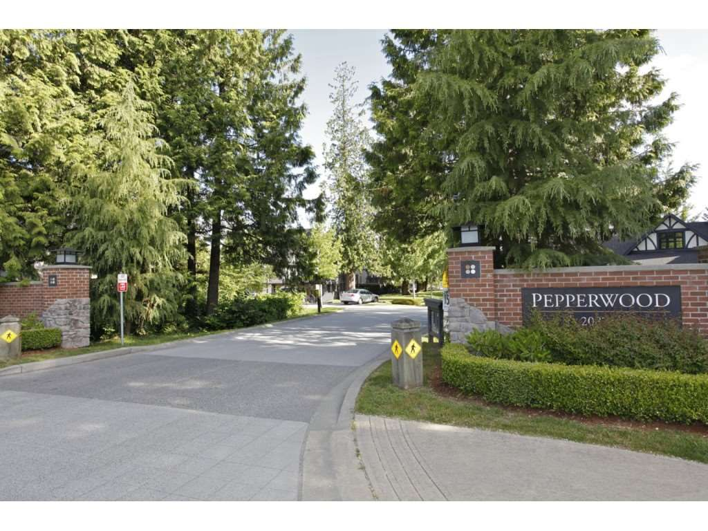 """Main Photo: 73 20875 80 Avenue in Langley: Willoughby Heights Townhouse for sale in """"PER"""" : MLS®# R2241271"""