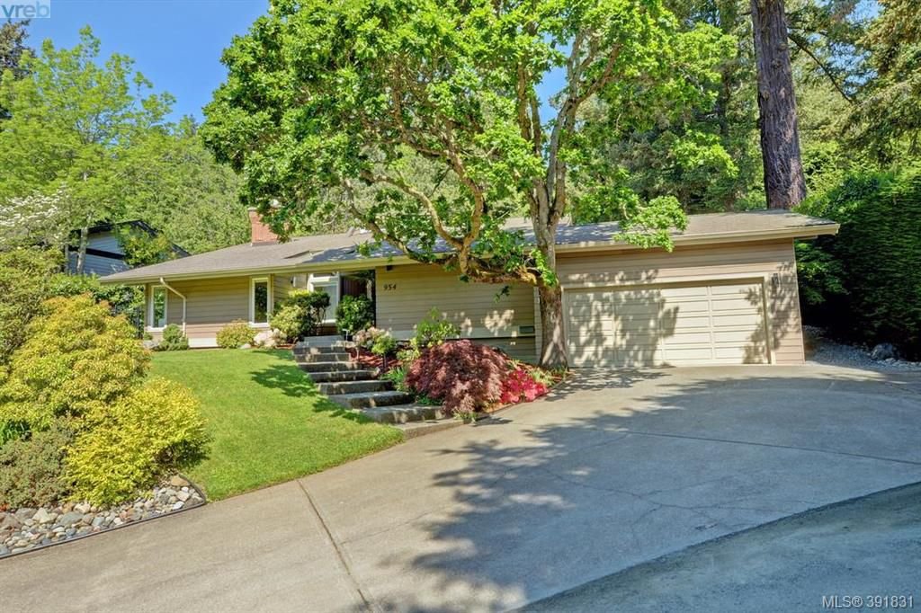 Main Photo: 954 Royal Oak Drive in VICTORIA: SE Broadmead Single Family Detached for sale (Saanich East)  : MLS®# 391831
