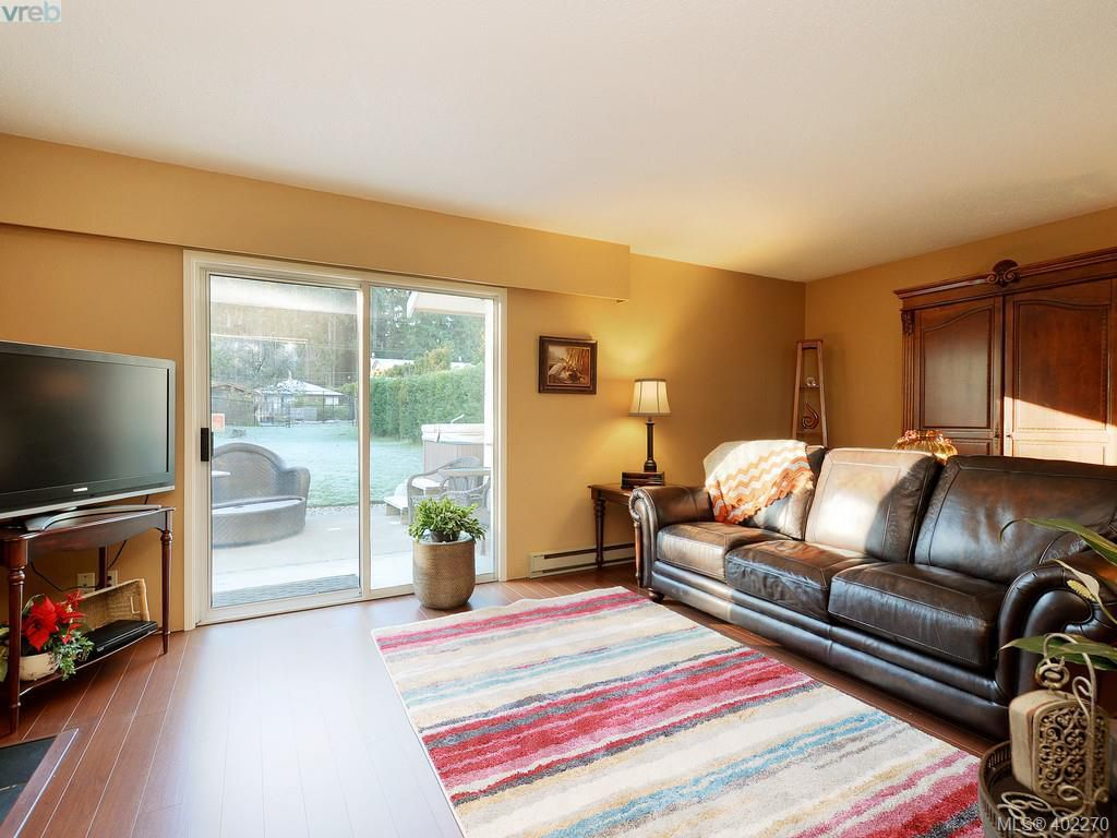 Main Photo: A 415 Gamble Place in VICTORIA: Co Colwood Corners Strata Duplex Unit for sale (Colwood)  : MLS®# 402270