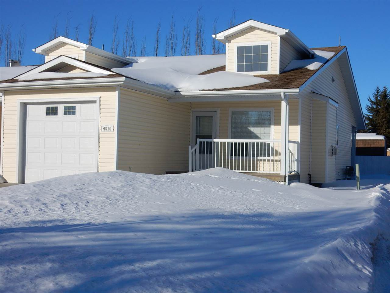 Main Photo: 4910 49 Street: Legal Townhouse for sale : MLS®# E4144383