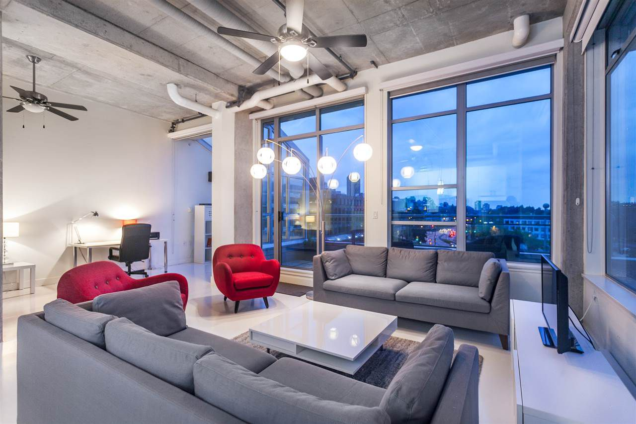 "Main Photo: 405 495 W 6TH Avenue in Vancouver: False Creek Condo for sale in ""Loft 495"" (Vancouver West)  : MLS®# R2361195"