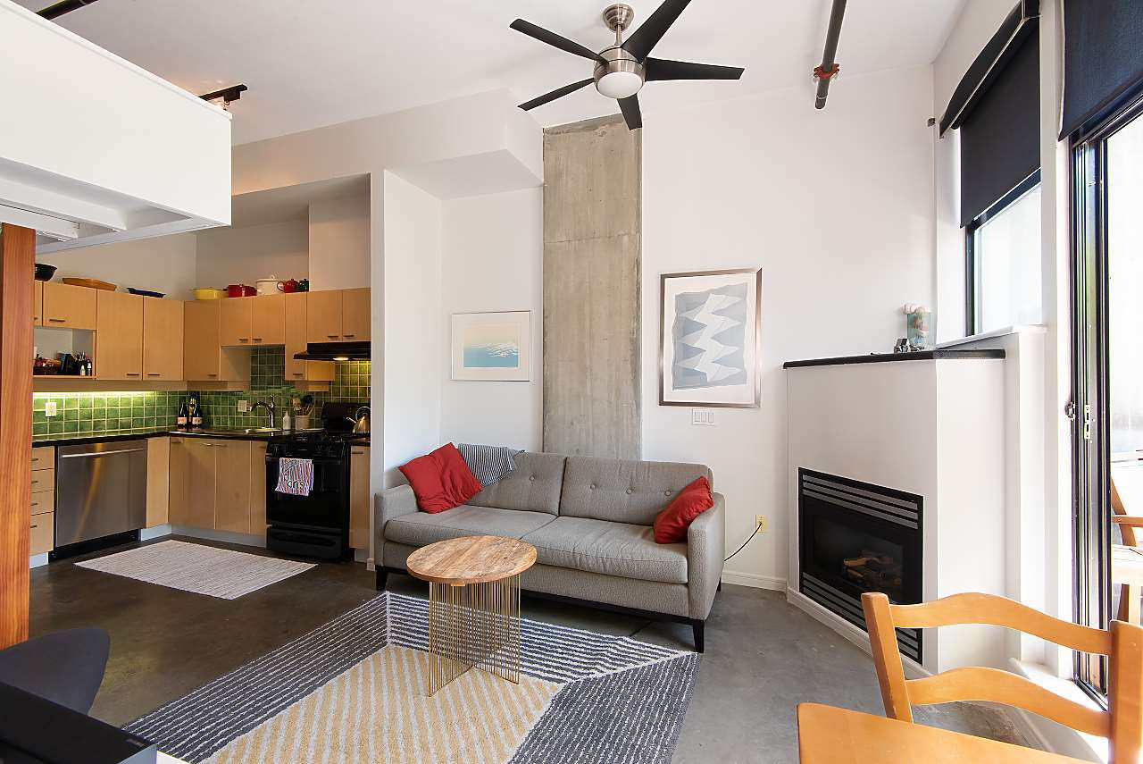 """Main Photo: 217 428 W 8TH Avenue in Vancouver: Mount Pleasant VW Condo for sale in """"XL"""" (Vancouver West)  : MLS®# R2366926"""