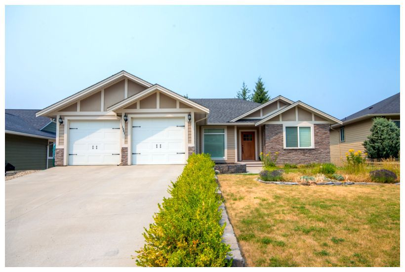 Main Photo: 1061 Southeast 17 Street in Salmon Arm: Laurel Estates House for sale (SE Salmon Arm)  : MLS®# 10139043