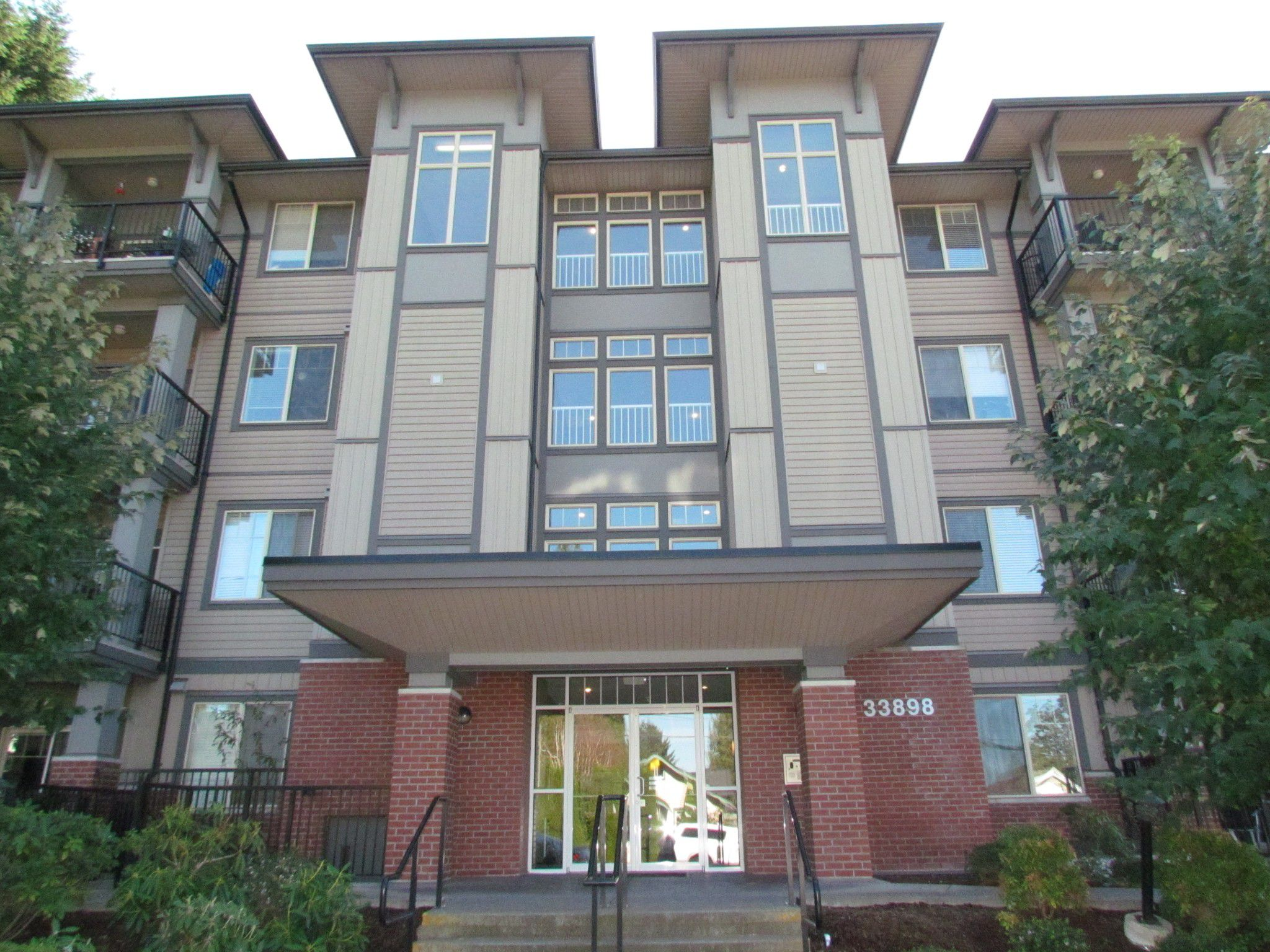 Main Photo: #411 33898 Pine St. in Abbotsford: Central Abbotsford Condo for rent