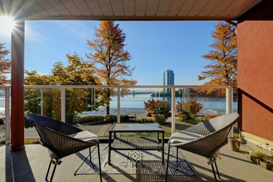 """Main Photo: 204A 1220 QUAYSIDE Drive in New Westminster: Quay Condo for sale in """"TIFFANY SHORES"""" : MLS®# R2319262"""
