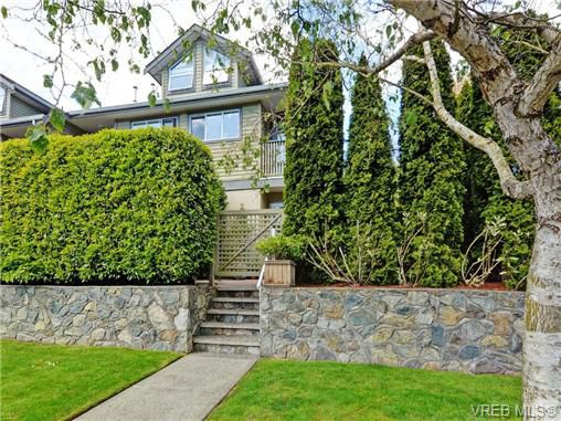 Main Photo: 1646 Myrtle Avenue in VICTORIA: Vi Oaklands Townhouse for sale (Victoria)  : MLS®# 350983