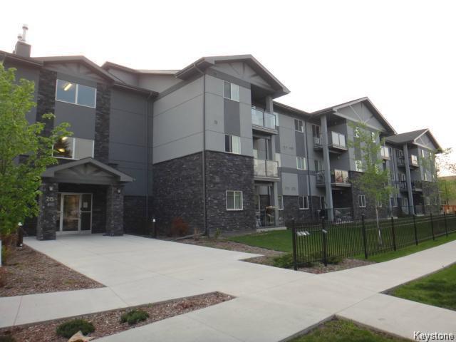 Main Photo: 215 Greenway Crescent in Winnipeg: Westwood / Crestview Condominium for sale (West Winnipeg)  : MLS®# 1607485