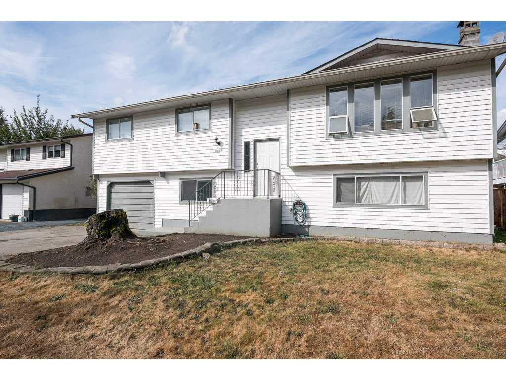 Main Photo: 6225 DUNDEE Place in Sardis: Sardis West Vedder Rd House for sale : MLS®# R2104805