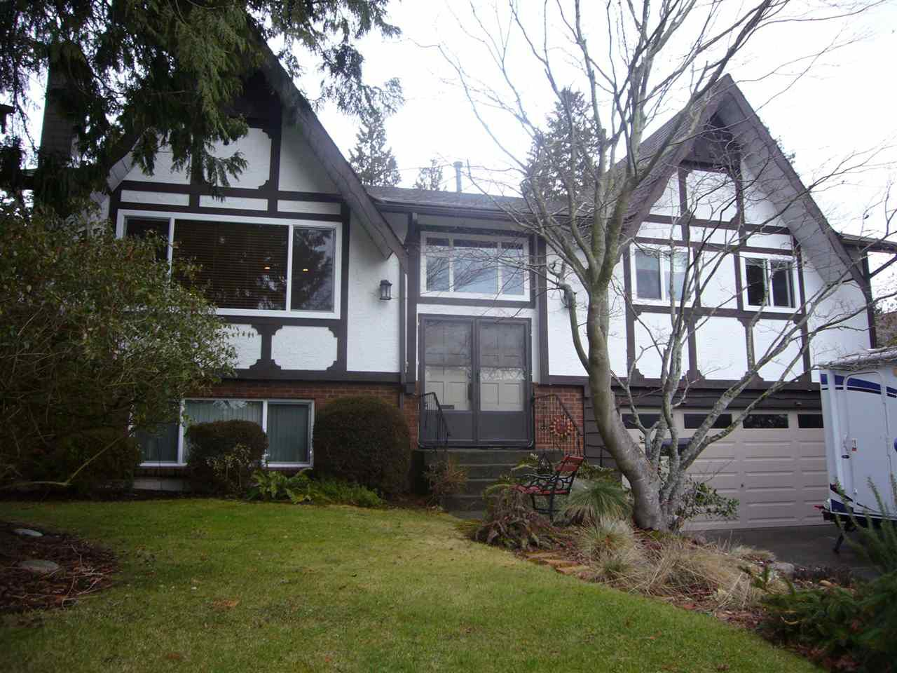 """Main Photo: 14531 18 Avenue in Surrey: Sunnyside Park Surrey House for sale in """"the Glens"""" (South Surrey White Rock)  : MLS®# R2132682"""