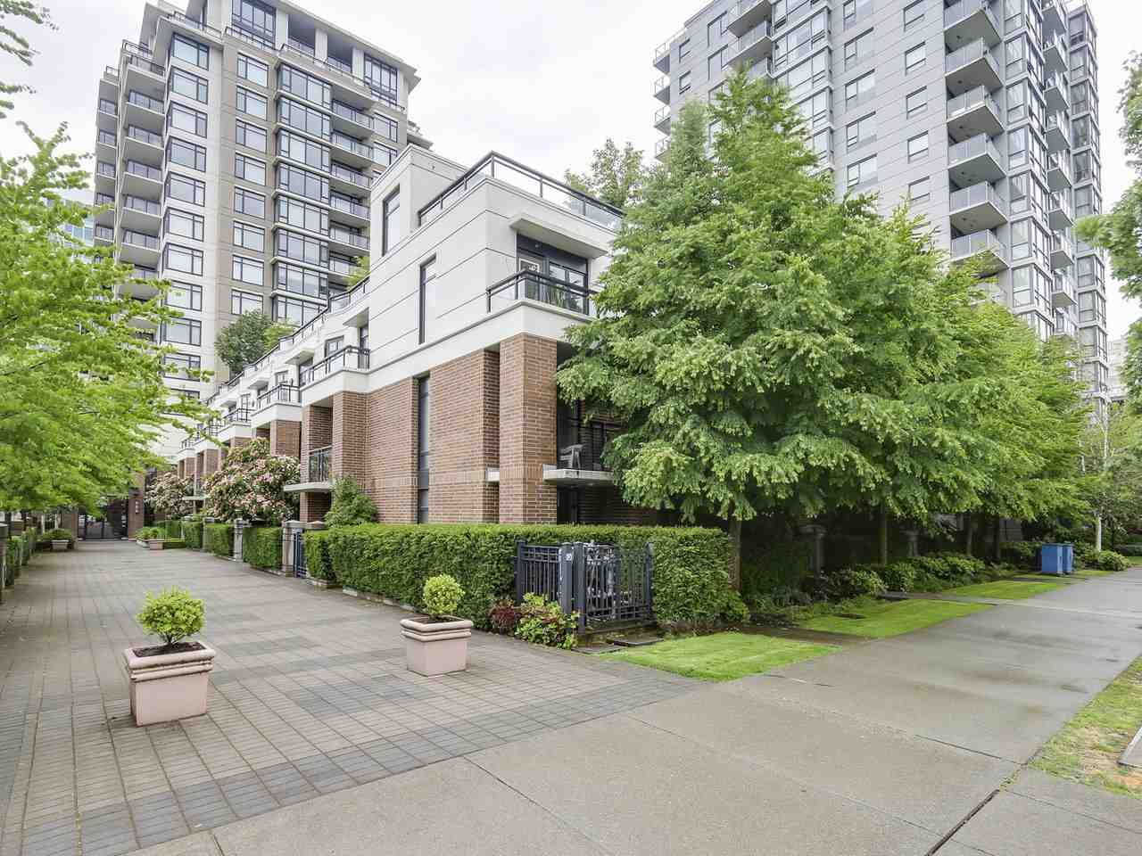 """Main Photo: 7 6351 BUSWELL Street in Richmond: Brighouse Townhouse for sale in """"Emporio"""" : MLS®# R2176126"""