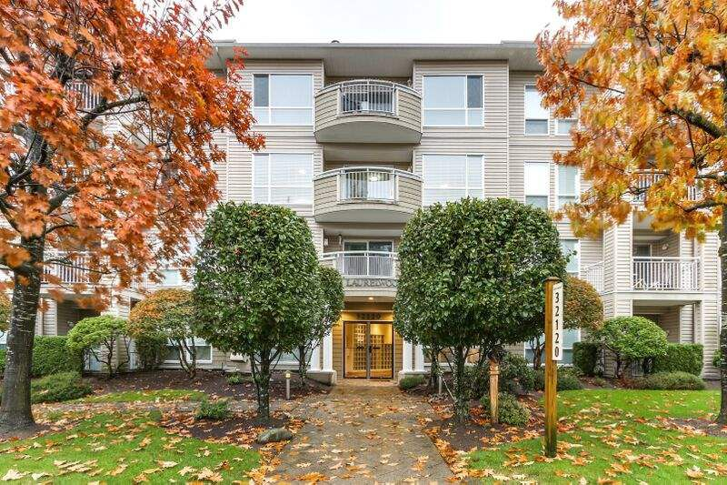 "Main Photo: 304 32120 MT WADDINGTON Avenue in Abbotsford: Abbotsford West Condo for sale in ""THE LAURELWOOD"" : MLS®# R2218651"