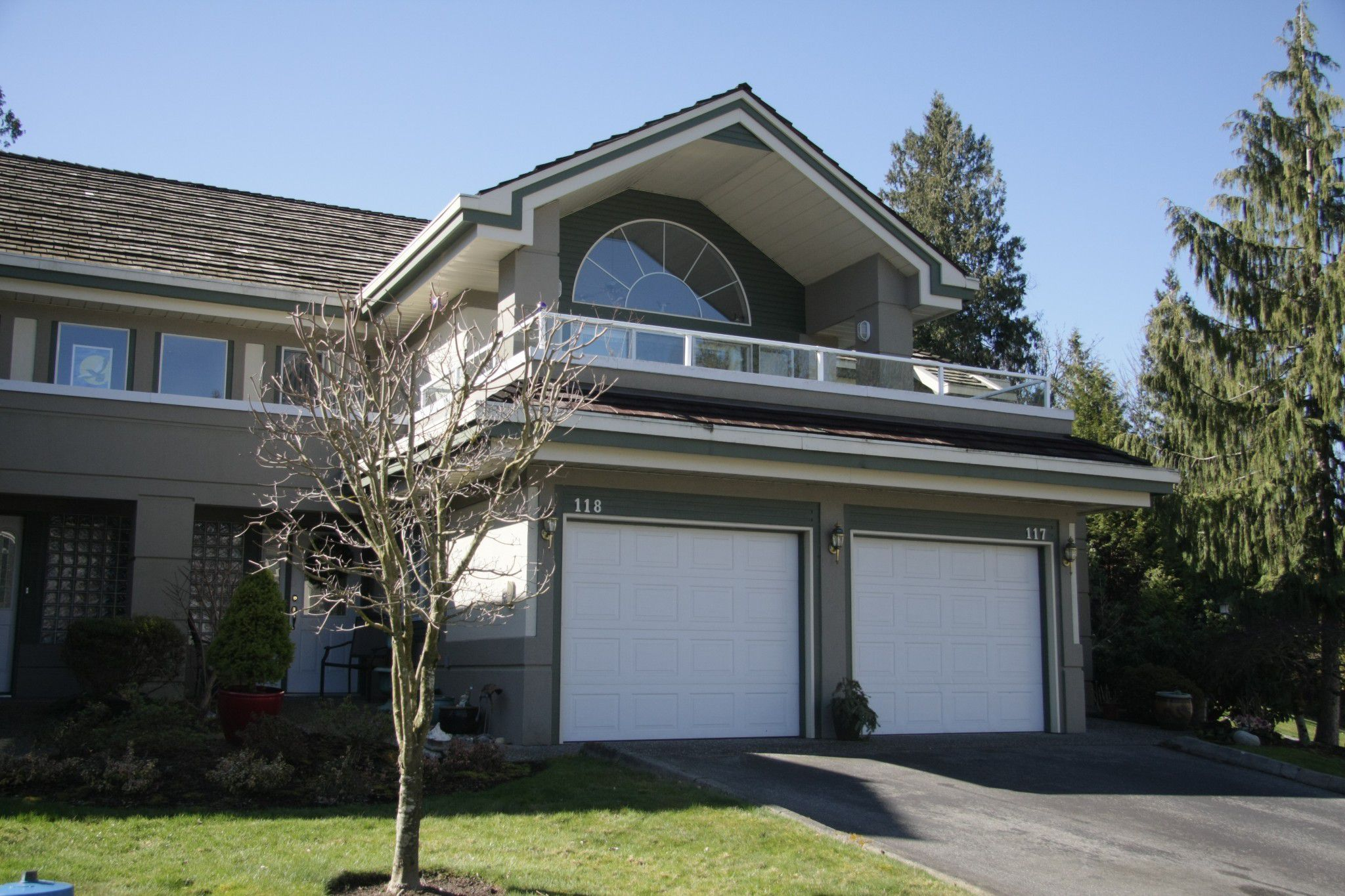 Main Photo: 118 4001 Old Clayburn Road in Abbotsford: Abbotsford East Townhouse for sale : MLS®# R2248758