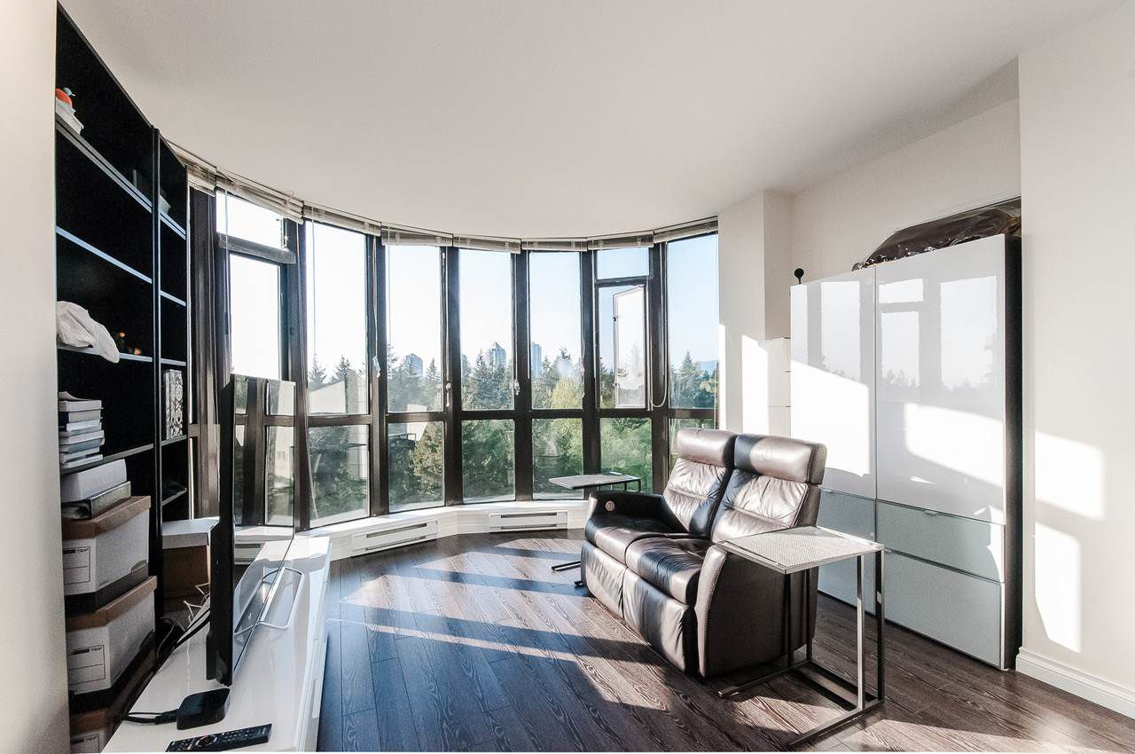 """Main Photo: 906 6833 STATION HILL Drive in Burnaby: South Slope Condo for sale in """"Villa Jardin"""" (Burnaby South)  : MLS®# R2262247"""