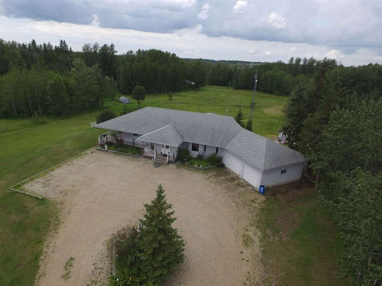 Main Photo: 51308A RGE RD 263 A: Rural Parkland County House for sale : MLS®# E4143799