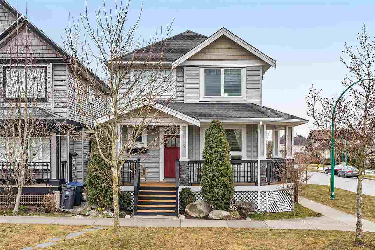 Main Photo: 7052 195 Street in Surrey: Clayton House for sale (Cloverdale)  : MLS®# R2347938