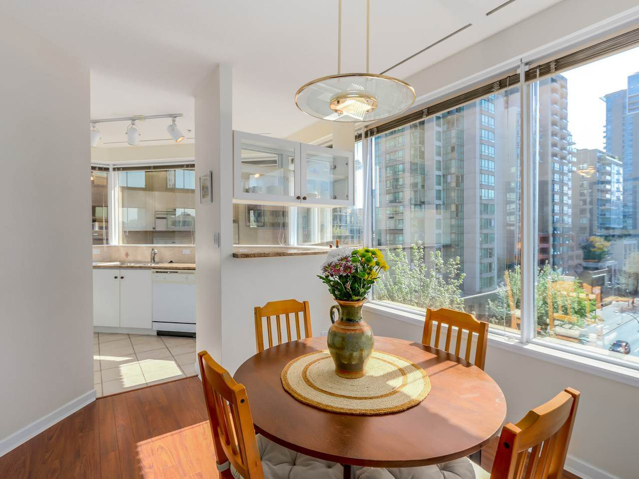 """Main Photo: 504 1177 HORNBY Street in Vancouver: Downtown VW Condo for sale in """"LONDON PLACE"""" (Vancouver West)  : MLS®# R2061636"""