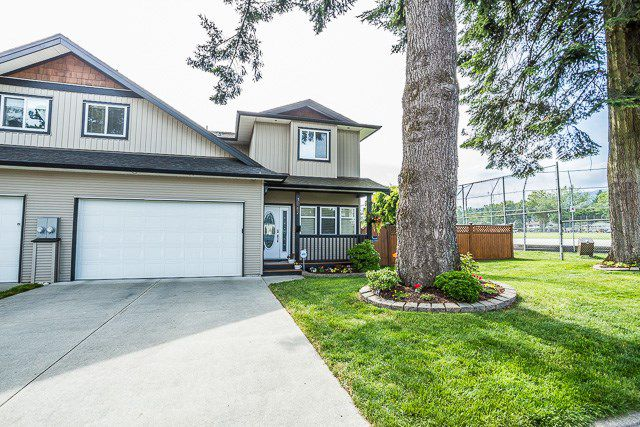 Main Photo: 3067 WELLINGTON Street in Port Coquitlam: Glenwood PQ House for sale : MLS®# R2086881